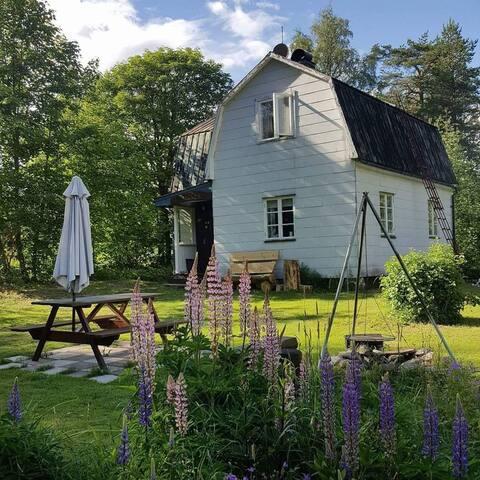 Ferienhaus in Seenähe, ruhige Lage am Waldrand