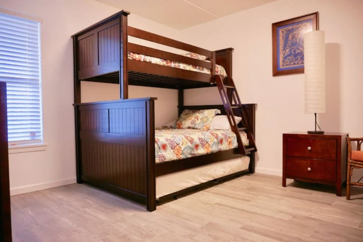Guest Bedroom - Bunk Bed with Trundle