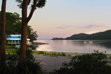 Dress Circle, Beautiful Smiths Lake - Smiths Lake