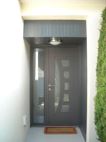 dans logement 2 chambres privées - Saint-Laurent-de-la-Plaine - Hus