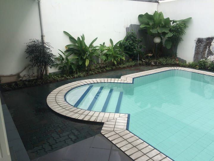 (1a) Private BR in quiet area + pool, near mall