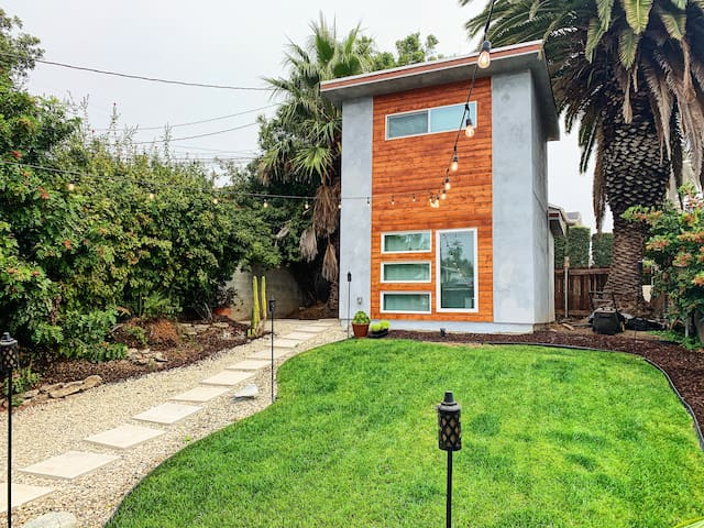 Mid-Century TINY Home by LAX, the Beach & Downtown