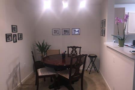 Clean, Cozy, & Furnished 1 BR APT - Bowie - Apartamento