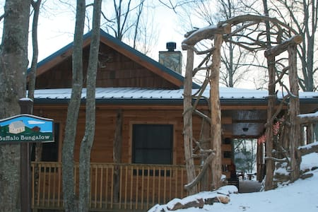 Buffalo Bungalow: Romantic for 2 on a bison ranch! - Clyde