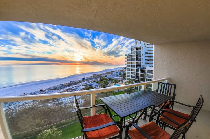 Cozy Beach Condo with Spectacular View