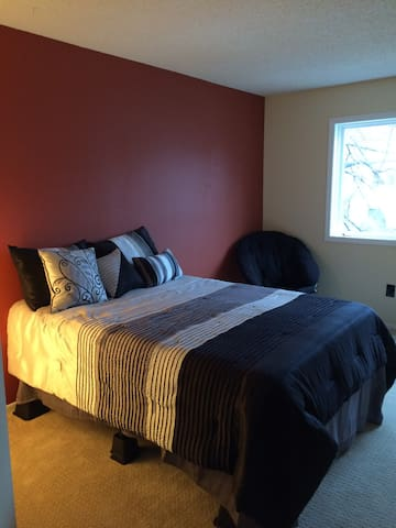 Room in Townhome near Lakes/Uptown - Minneapolis - Townhouse