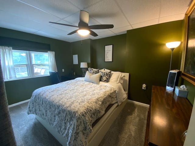 The Green Room has a queen bed, desk space, closet, dresser, and a gorgeous view!
