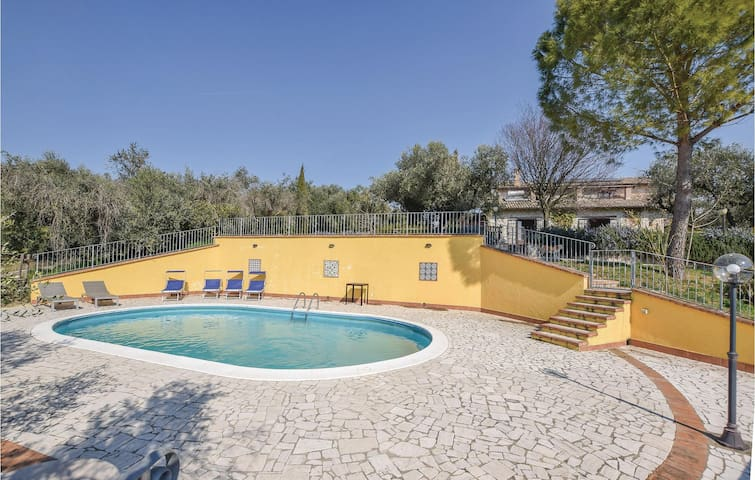 Holiday cottage with 6 bedrooms on 280m² in Moricone