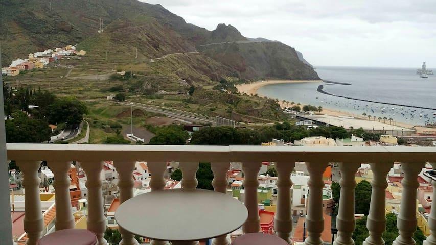 Sol y vistas a la playa de las Teresitas - San Andrés