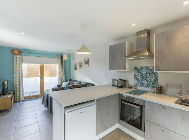 Stone's Throw Apartment - Beach 500m Bude Cornwall
