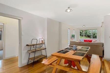 Augusta Apartment - next to vibrant North Hobart