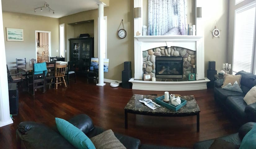 Cozy, large mountain view home - Chilliwack - บ้าน