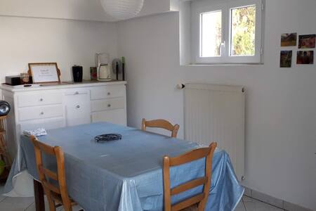Studio dans une maison individuelle avec jardin