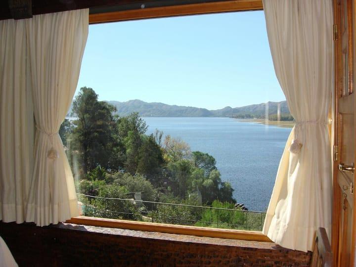 Casa con vista y bajada al lago.