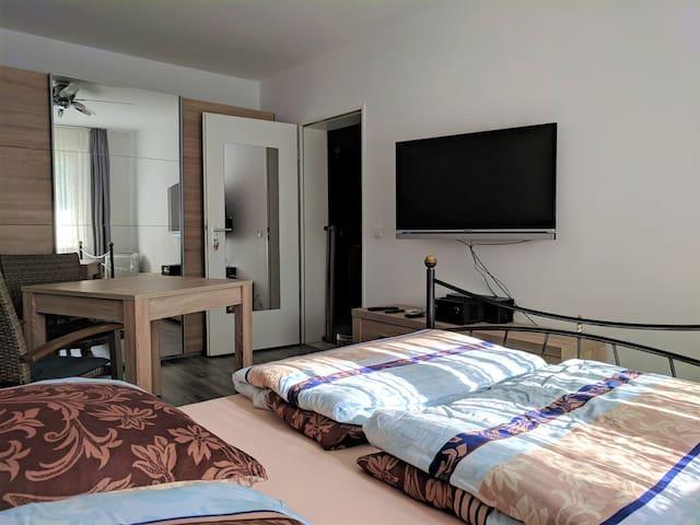 Nettes Zimmer, Top-Ausstattung, Klimagerät, legal