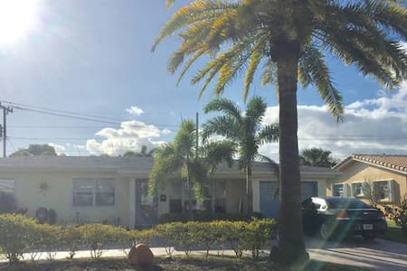 Room w/ Private Entry Access, beach nearby - Fort Lauderdale - House