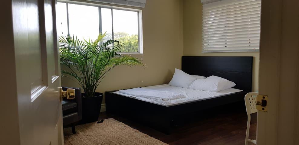 Spacious bright room Near LAX and beach