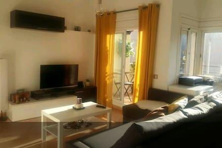 Bella habitacion cerca del Prat - Gavà - 아파트