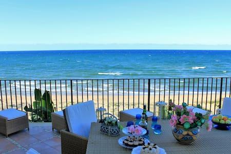 AL042B - Luxury villa on the beach 9 beds - Alcamo