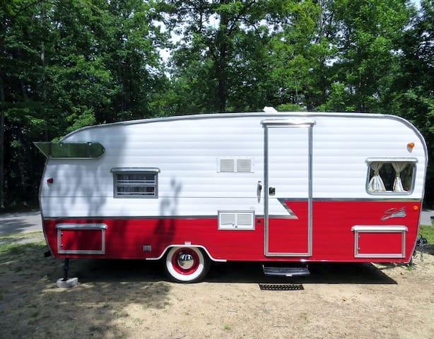 The Flying Ham Camper Rentals- 19ft red ham