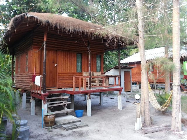 Bansonmanee Homestay : Big Wood Bungalow with A/C -  TH