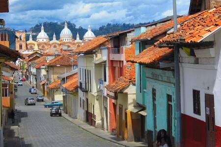 Habitación central con terraza - Cuenca