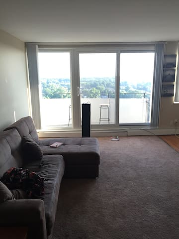 *RNC* Beautiful condo. View of downtown Cleveland - North Olmsted - อพาร์ทเมนท์