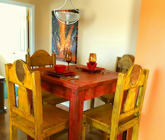 Dining Table/4 chairs