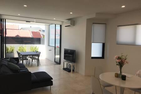 Ultra modern 1 bedroom apartment!! - Redfern