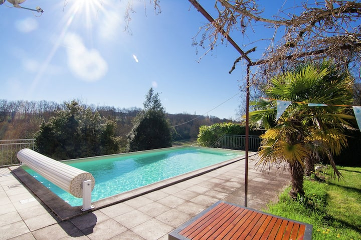 Warm Mansion with Swimming Pool in Sigoulès