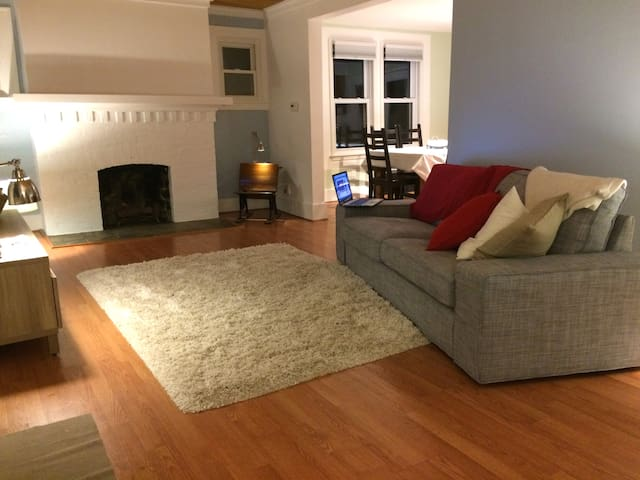 3 Bedroom Cozy Home in Fabulous Downtown Ferndale - Ferndale - Hus