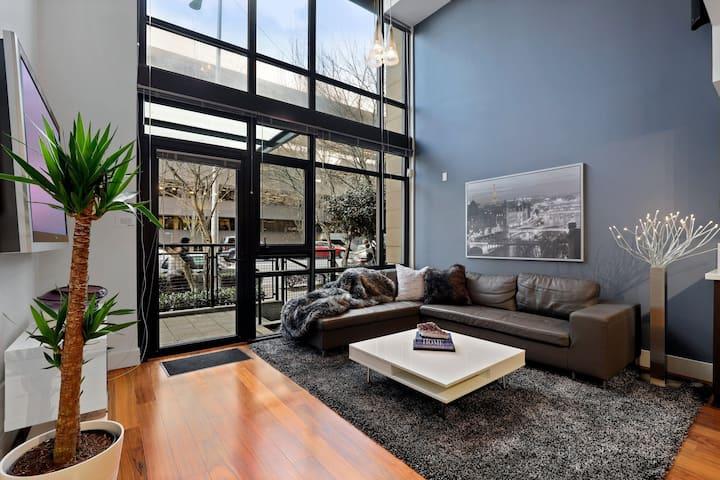 Luxury Condo Living 2 Blocks from Waterfront!