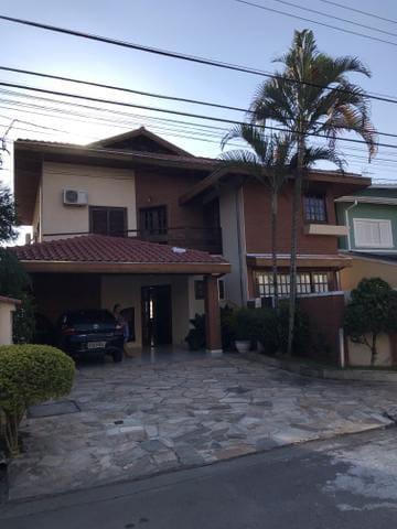 Casa em lindo condomínio fechado