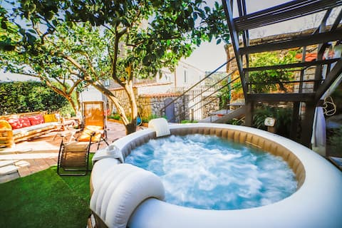 Jamm - House with hot tub, terrace and parking