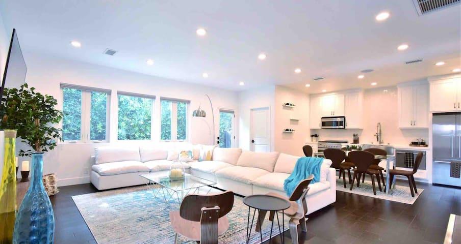 """Casa de Beverly Grove"""