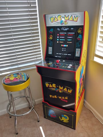 Pac-Man Arcade with Free Play