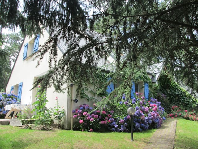 maison familiale proche du Golfe du Morbihan - Bono - Huis