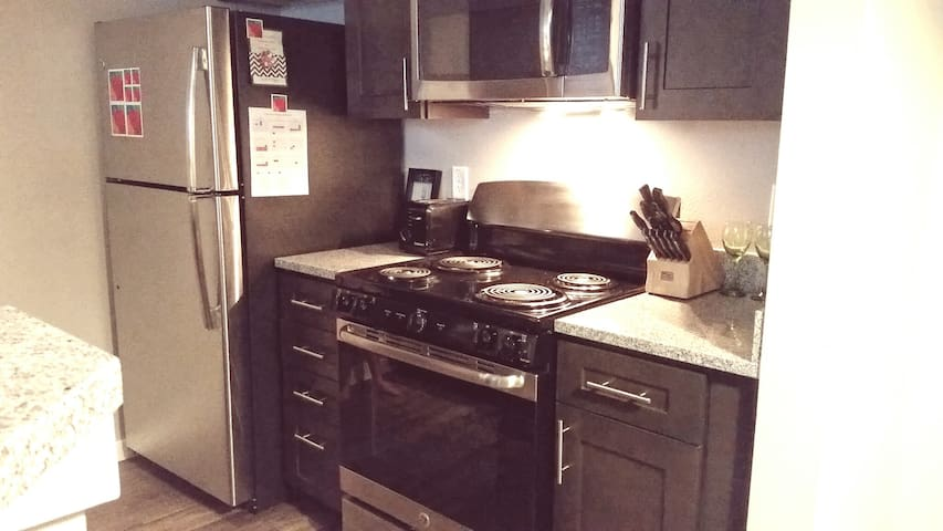Bright, New, and CLEAN 1BR/2BA Apartment! - Castle Rock - Apartemen