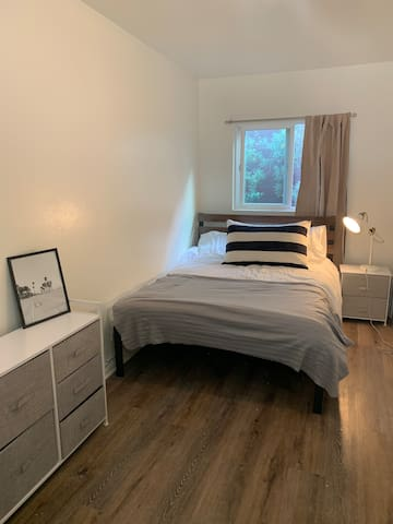 Studio Room & Full Bathroom 6 Blocks to the Beach!