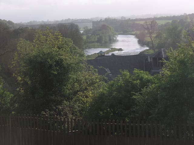 Quiet house overlooking river Nore - Thomastown - Hus