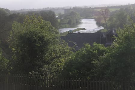 Quiet house overlooking river Nore - Thomastown