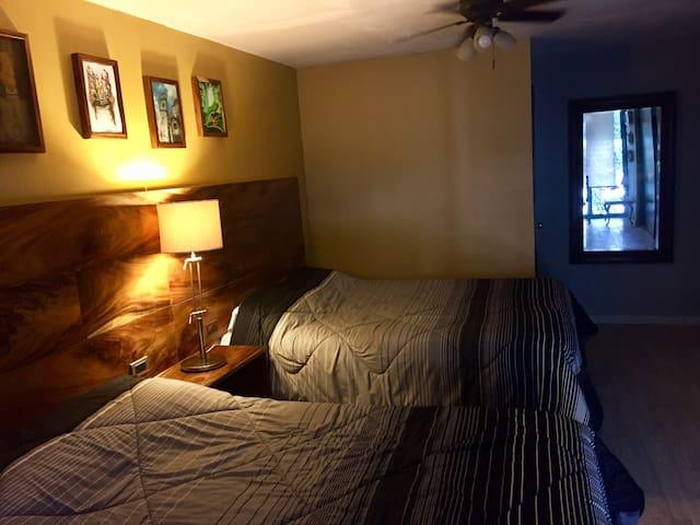 Habitación dos camas Queen Baño PrivadoCHAPULTEPEC