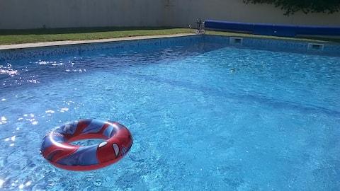 Grande maison 16p au calme  avec piscine et wifi