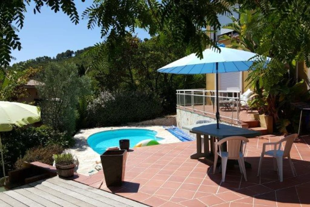 belle villa proven ale sur presqu 39 ile de charme h user zur miete in saint mandrier sur mer. Black Bedroom Furniture Sets. Home Design Ideas