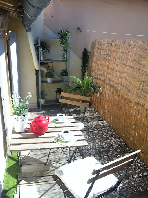 30m2 plus terrasse 8m2 rue pi tonne du panier appartements louer marseille provence. Black Bedroom Furniture Sets. Home Design Ideas