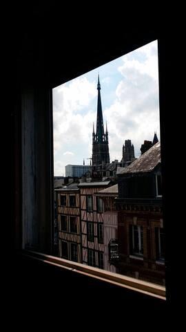 Vue de l'appartement sur la Cathédrale de Rouen