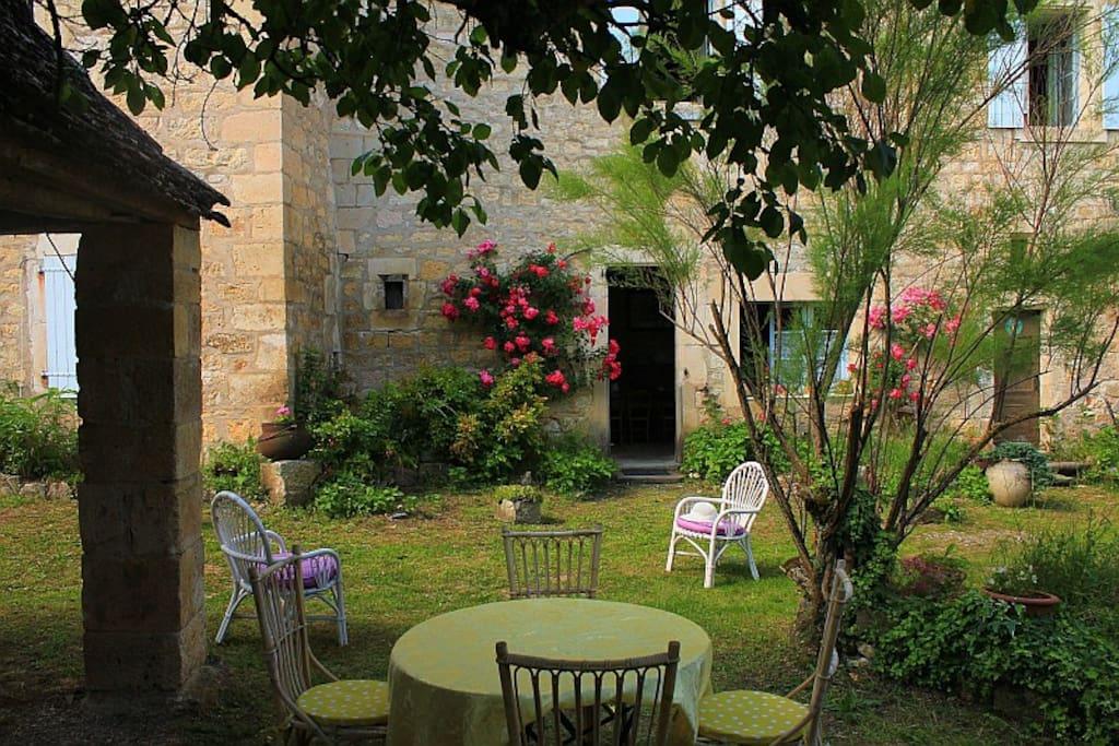 salon de jardin ombragé