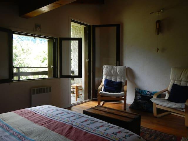 Villa paisible avec vue sur les montagnes