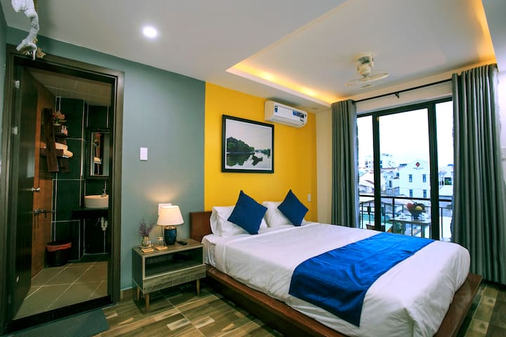 Double Bed Room with Balcony_Nearby Old Town