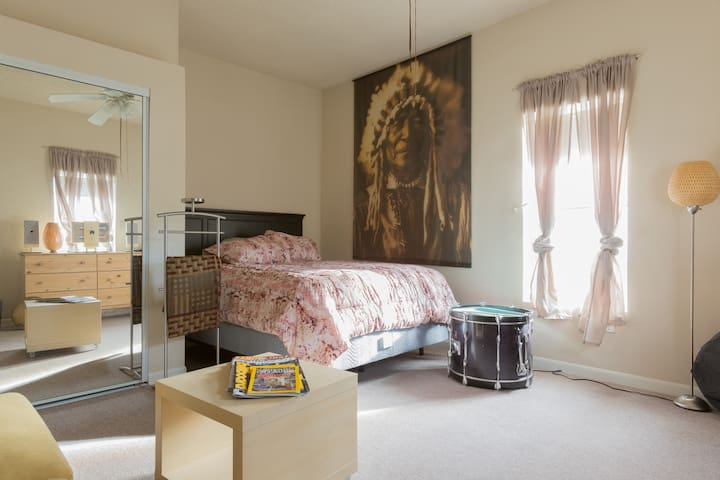 Private Modern Suite Near It All